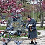 Woman and doves_2